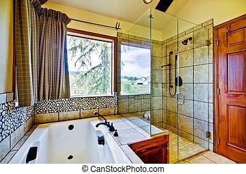 Baño con azulejos naturales y ducha de cristal