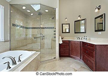 Baño maestro con ducha de cristal
