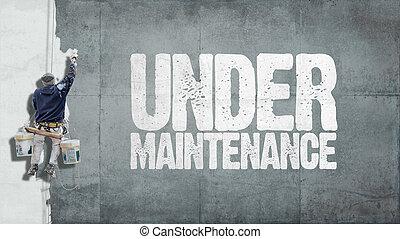 Bajo la pared de mantenimiento