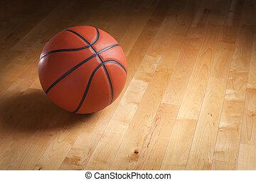 Baloncesto en el suelo de la cancha de madera dura con iluminación de lugar