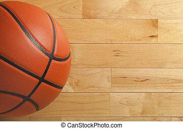 Baloncesto en el suelo del gimnasio de madera visto desde arriba