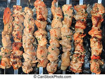 Barbecue con deliciosa carne asada en la parrilla