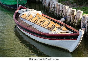 Barco en Albufera, Valencia, España