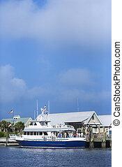 Barco Ferry en la isla de cabeza calva.