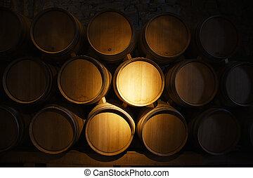 Barriles de vino en una vieja bodega