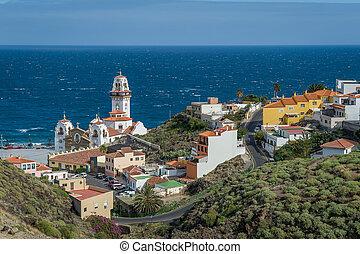 Basilica de candelaria y océano Atlántico