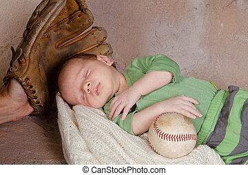 Bebé con béisbol