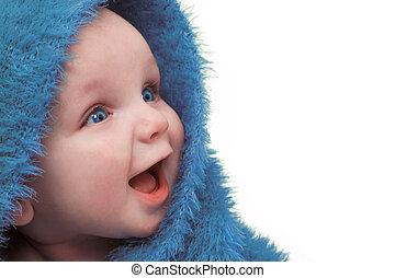 Bebé con manta azul