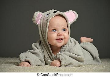 Bebé disfrazado de ratón