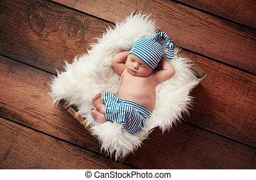 Bebé recién nacido dormido con pijamas