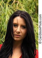 Belleza de pelo negro