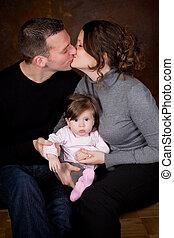 Besando a los padres