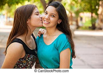 Besando a mi mejor amigo