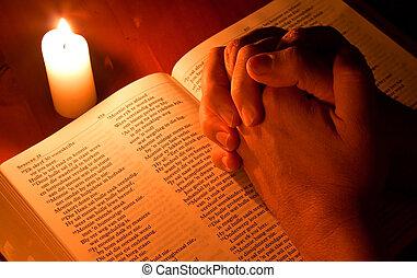 biblia, luz, oración, manos dobladas, vela