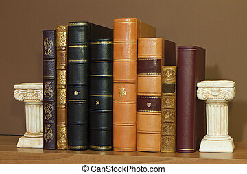 Biblioteca con libros antiguos