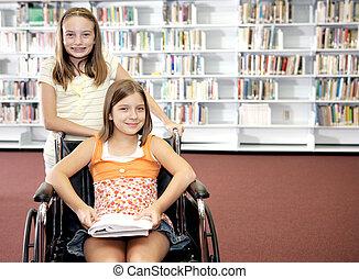 Biblioteca escolar - dos chicas