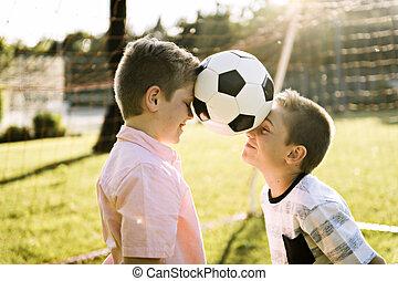 bola del balompié, niños, verano, parque