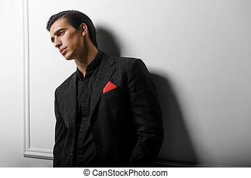 bolsillo, encima, guapo, traje, bufanda, seda, negro, blanco, hombre, retrato, rojo, fondo.