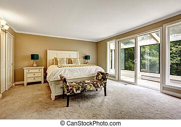 Bonita habitación con la habitación del sol