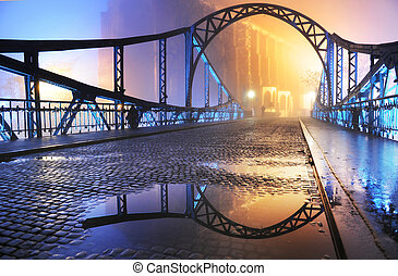 Bonita vista del viejo puente de noche