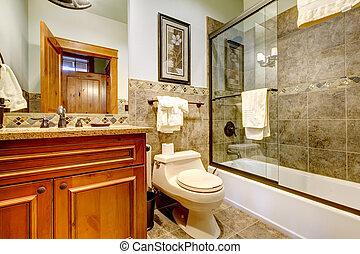 Bonito bahroom con puerta de ducha de cristal.