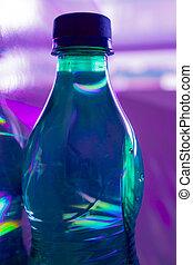 Botella llena de agua