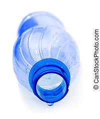 Botella y agua