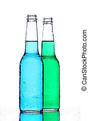 Botellas de alcohol en blanco