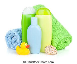 Botellas de baño, toalla y pato de goma