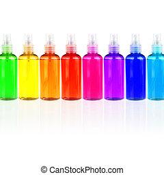 Botellas de color con cosméticos seguidos