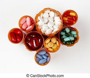 Botellas de receta llenas de medicamentos coloridos