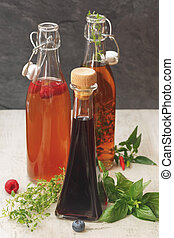 Botellas variadas de vinagre