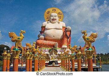 Buddha sonriente de la estatua de la riqueza en Koh Samui, Tailandia