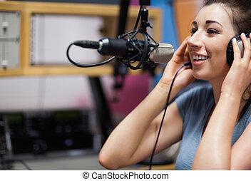 Buen anfitrión de radio