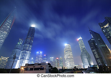 Busca edificios de oficinas modernos en Shangai Lujiazui