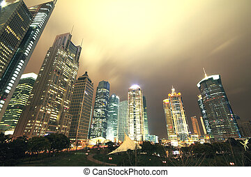 Busca edificios modernos en Shangai