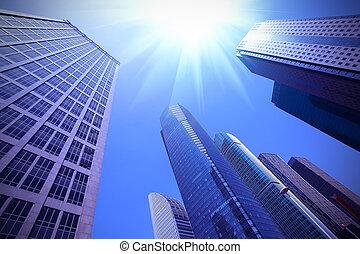 Busca edificios urbanos modernos en Shanghai