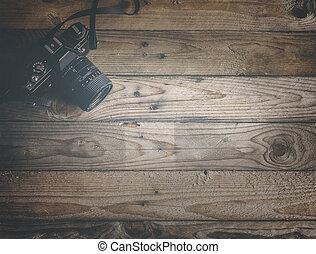 Cámara antigua en antecedentes de madera