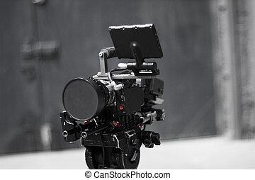 Cámara digital de cine profesional en un trípode.