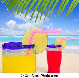 Cócteles tropicales de la playa