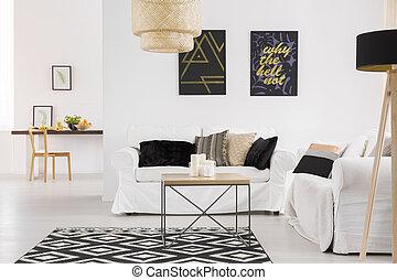 Cómodo sofá blanco