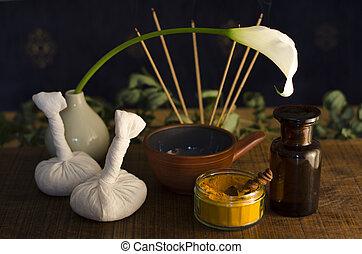 cúrcuma, exótico, utilizado, especia, abrasador, tazón, ayurveda, aceite, arreglo, boluses, fondo., flor, incienso, masaje, poultice, masaje, botella