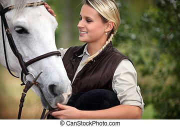 caballo, dama, joven, ella, acariciando