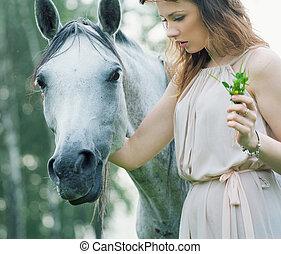 caballo moteado, mujer, joven, acariciando
