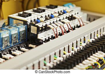 Cableado eléctrico y componentes