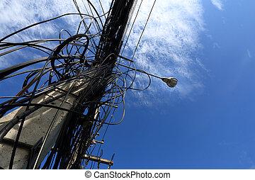 Cables eléctricos desordenados