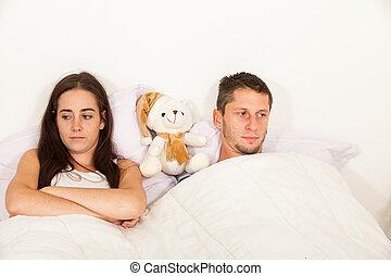 cada, cama, no, problemas, pareja, joven, otro, hablar, enojado