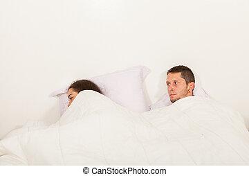 cada, pareja, enojado, problemas, hablar, joven, cama, otro, no