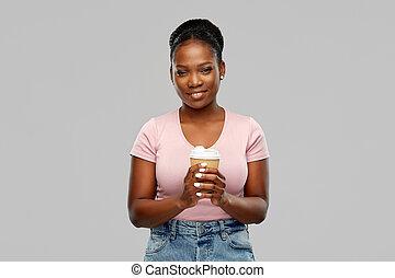 café, bebida, mujer, americano africano, feliz