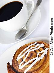 Café y pasteles de danés
